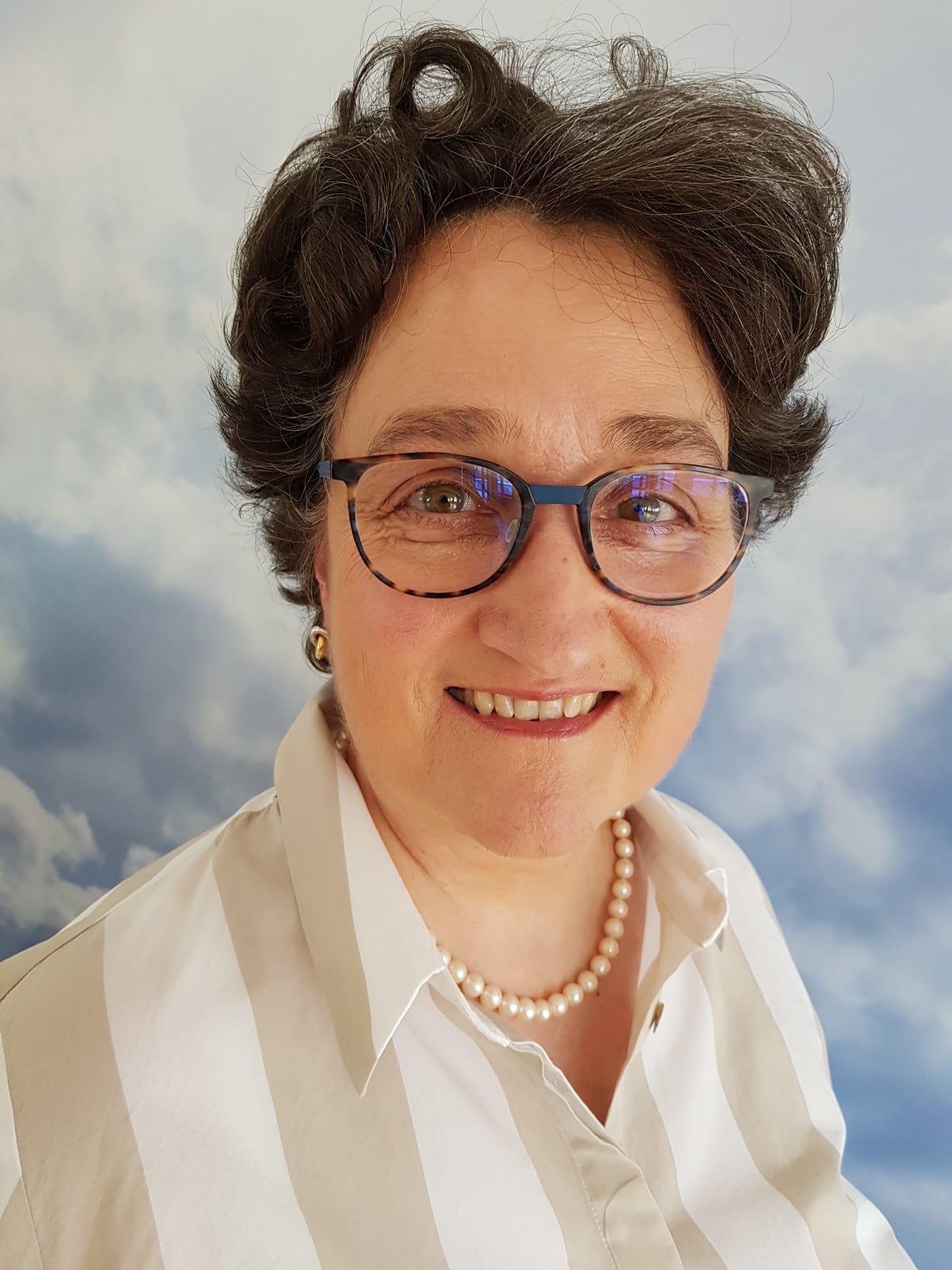Frau Christiane Burrichter